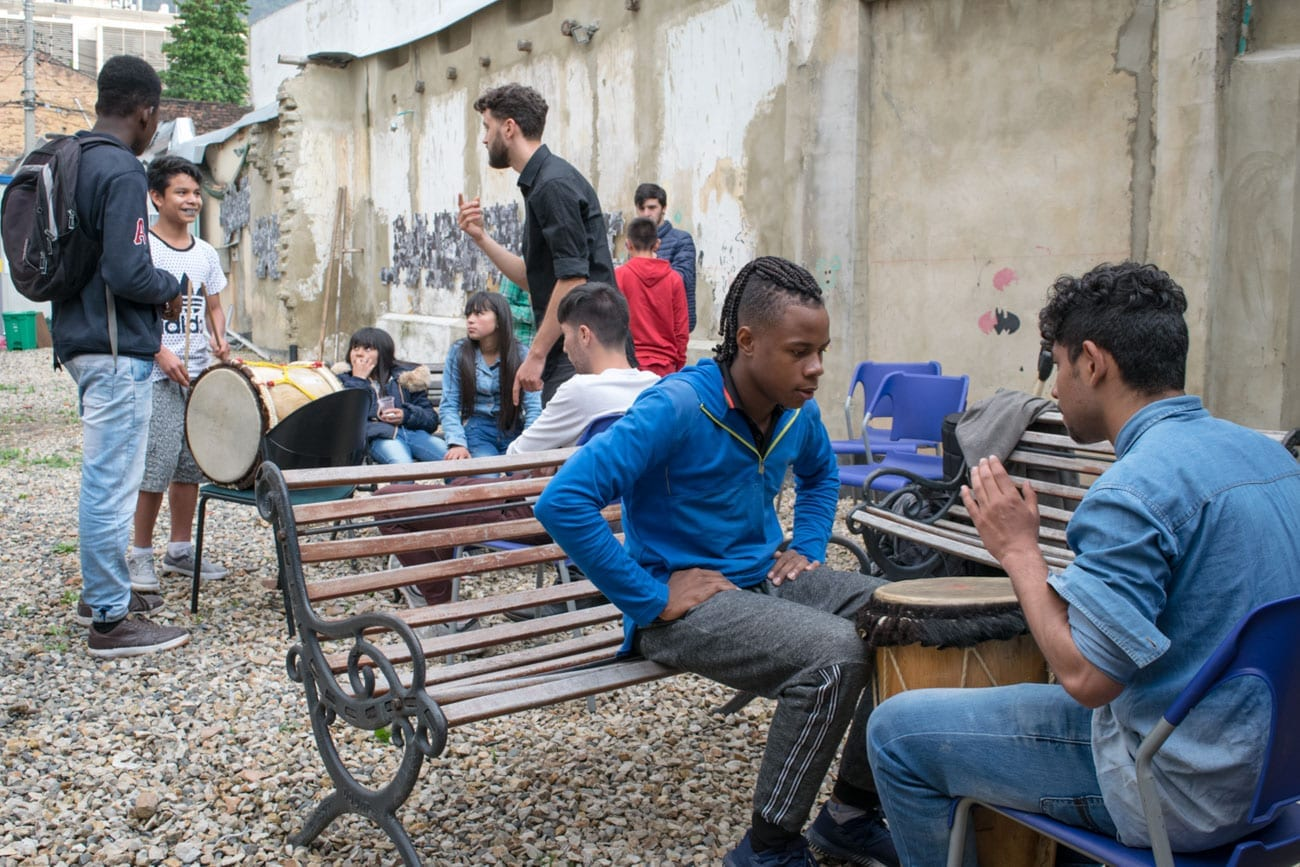 Taller de ritmos del Caribe con jóvenes de Fenicia
