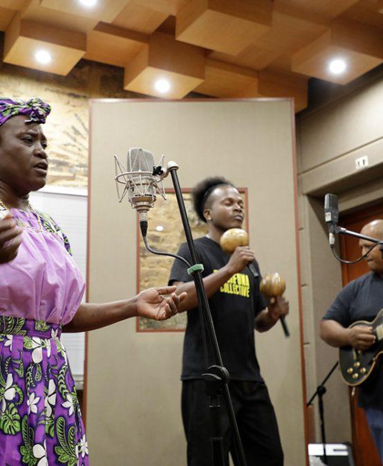Estudiantes de música cuentan con nuevos equipos para la grabación de sonido