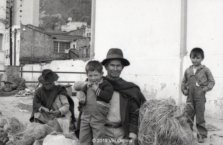 Fotografía de una familia campesina a blanco y negro