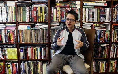Bookvertising y biblioactivismo: proyectos de nuestro egresado Andrés Barragán
