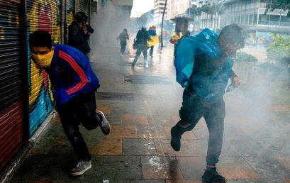 ¿Cómo cubrir una protesta? Una charla con Federico Ríos