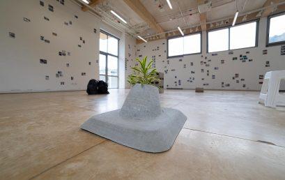Sala de proyectos | Exposición Mientras allá trabajan y progresan